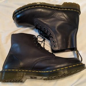 Brand new brown Dr. Martens Airwair lace up boots